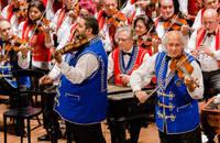 100 Tagú Cigányzenekar koncert